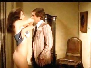 Edwige Fenech Se Desnuda (la Juez)
