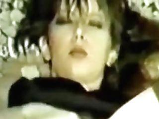 Sh Retro German Fledgling Tina